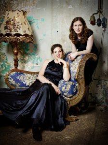 Titia van Heijst en Lineke Lever - Foto: Merlijn Doomernik